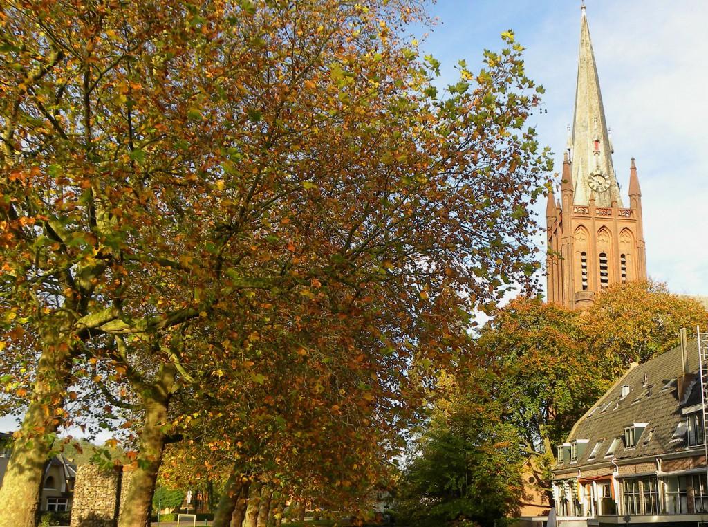 Herfstkleuren bij de kerk van IJsselstein